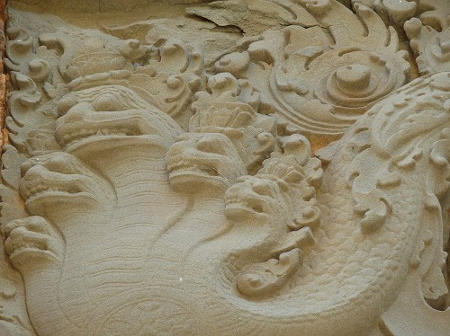 カンボジア・ロリュオス遺跡群のプリアコーの壁画(蛇の神ナーガ)