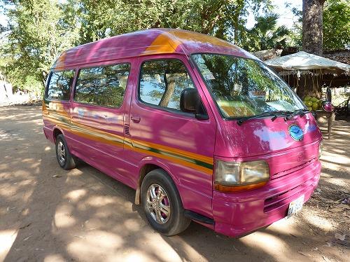 カンボジア・ロリュオス遺跡群を訪れるツアーバス