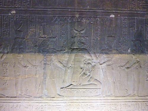 エジプト・アスワンのイシス神殿(フィラエ神殿)のレリーフ
