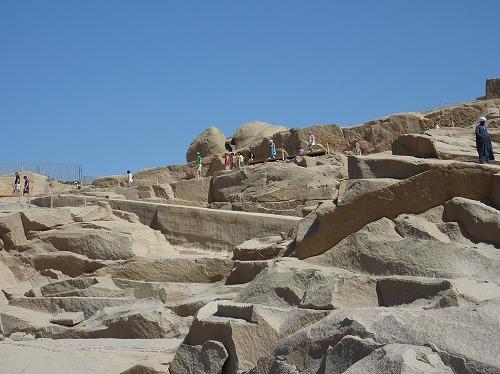 エジプト・アスワンの切りかけのオベリスク