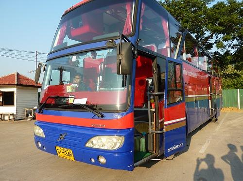 タイ・アユタヤ遺跡現地ツアーのツアーバス