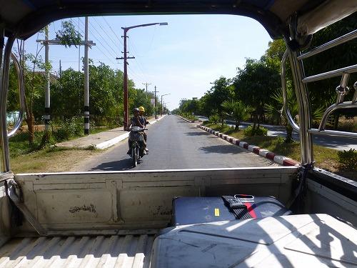 ミャンマー・バガンのニャウンウー空港からホテルの移動に用いたトラック