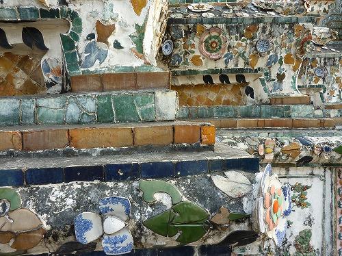 タイのバンコクにあるワット・アルンに使われている陶器