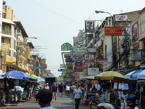 タイ・バンコクにあるカオサン通り