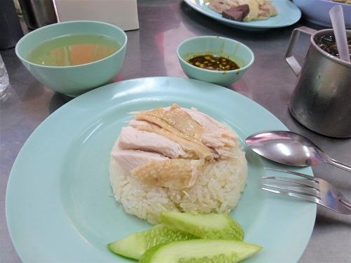 タイ・バンコクのラーン・ガイトーン・プラトゥーナム(ピンクのカオマンガイ)で食べたカオマンガイ