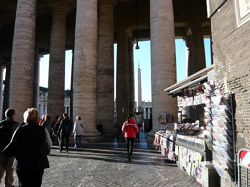バチカン市国のサン・ピエトロ大聖堂のドリス式の円柱