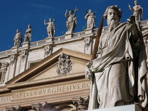 バチカン市国のサン・ピエトロ大聖堂の像