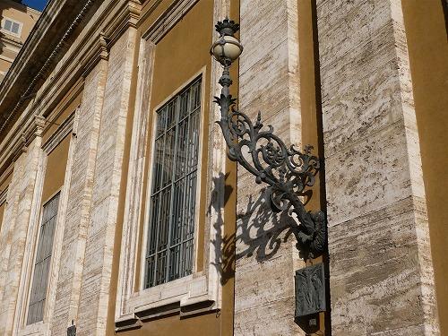 バチカン市国のサン・ピエトロ大聖堂のランプ