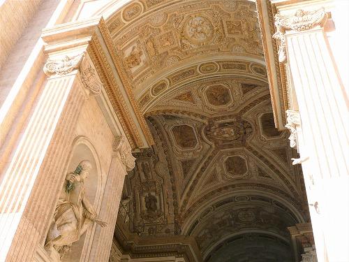 バチカン市国のサン・ピエトロ大聖堂の天井装飾