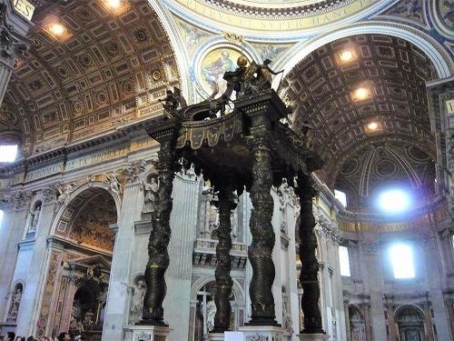 バチカン市国のサン・ピエトロ大聖堂の大天蓋