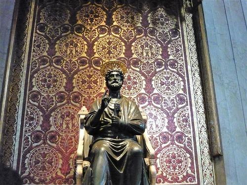 バチカン市国のサン・ピエトロ大聖堂の聖ペテロ像