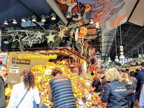 スペイン・バルセロナのサンジュセップ市場(ボケリア)のフルーツ専門店