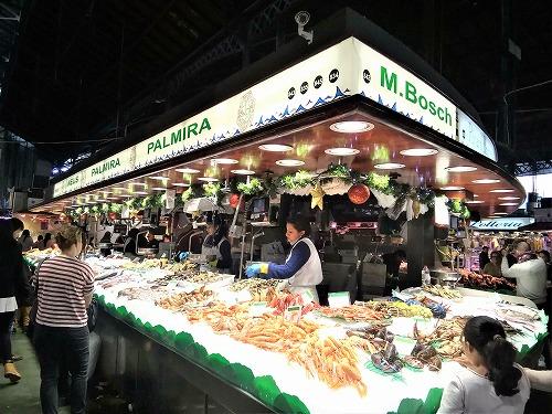 スペイン・バルセロナのサンジュセップ市場(ボケリア)のシーフード専門店
