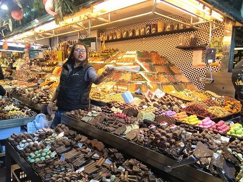 スペイン・バルセロナのサンジュセップ市場(ボケリア)のチョコ専門店