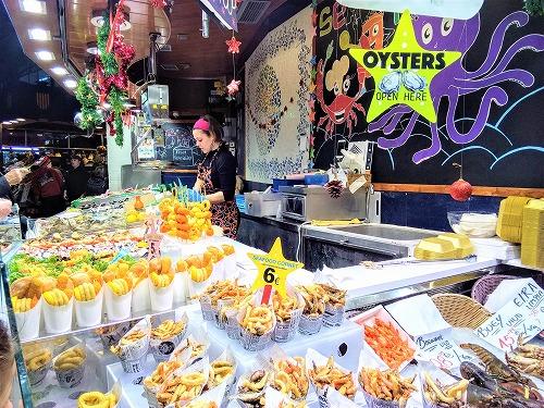 スペイン・バルセロナのサンジュセップ市場(ボケリア)のシーフード売り場