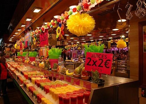 スペイン・バルセロナのサンジュセップ市場(ボケリア)のジューススタンド