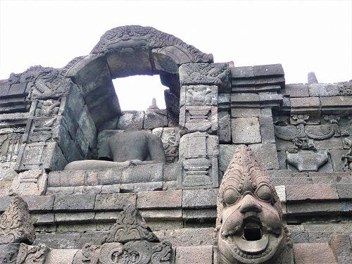 インドネシアのボロブドゥール遺跡の門