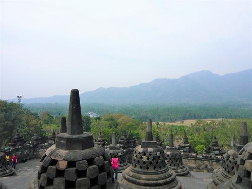 インドネシアのボロブドゥール遺跡の小ストゥーパ