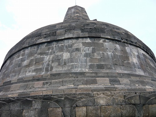 インドネシアのボロブドゥール遺跡の大ストゥーパ