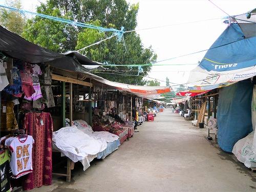 インドネシアのボロブドゥール遺跡内のみやげ物売り場