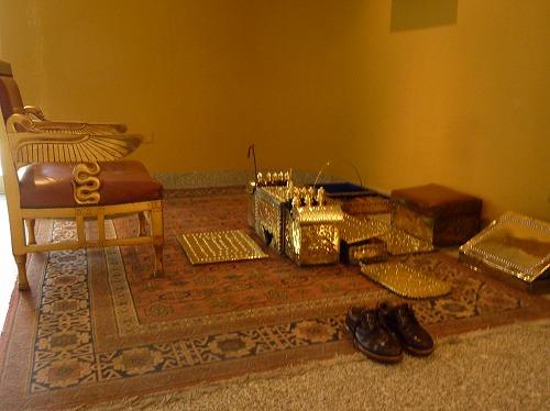 エジプトのカイロにあるル・メリディアン・ピラミッド・ホテルにある靴磨きの道具
