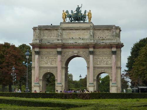 フランスのパリにあるカルーゼル凱旋門