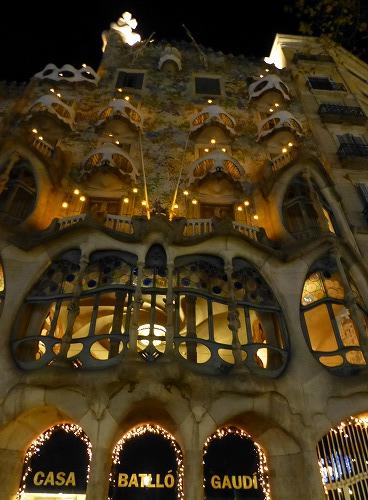 スペイン・バルセロナにあるカサ・バトリョのライトアップ