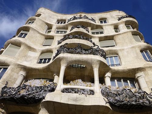 スペイン・バルセロナのカサ・ミラ外観