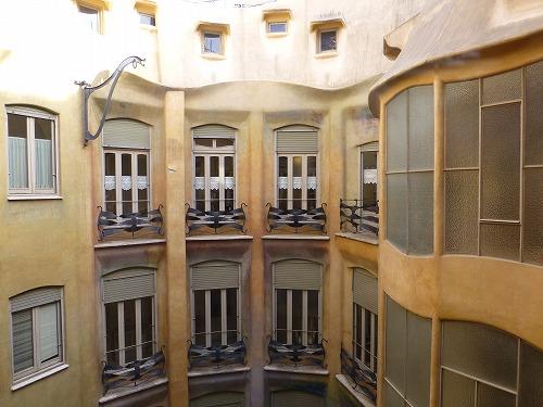 スペイン・バルセロナのカサ・ミラ内部(吹き抜け)