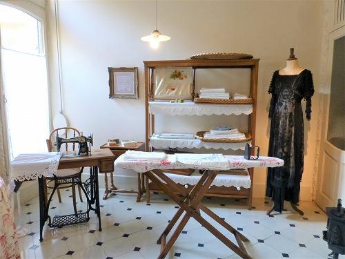 スペイン・バルセロナのカサ・ミラ内部(再現したブルジョワの家の家事室)