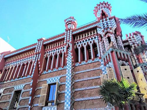 スペイン・バルセロナにあるカサ・ビセンスの外観
