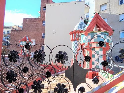 スペイン・バルセロナにあるカサ・ビセンスの屋上の柵