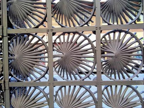 スペイン・バルセロナにあるカサ・ビセンスの鉄製のフェンス