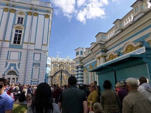 ロシア・サンクトペテルブルクのエカテリーナ宮殿の入口