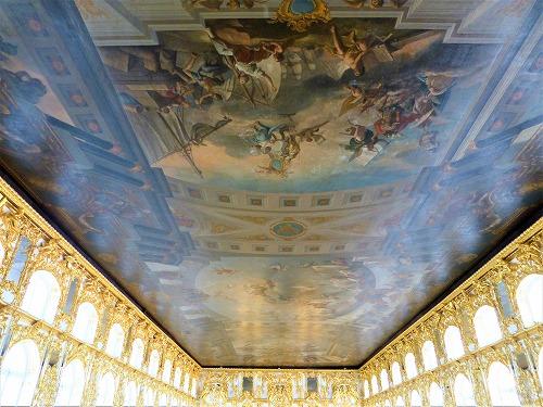 ロシア・サンクトペテルブルクのエカテリーナ宮殿の大広間