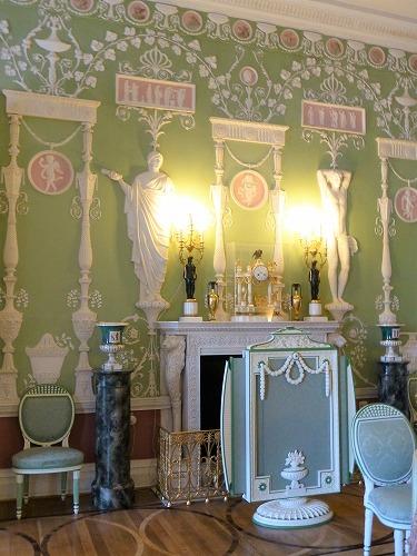ロシア・サンクトペテルブルクのエカテリーナ宮殿の緑の食堂