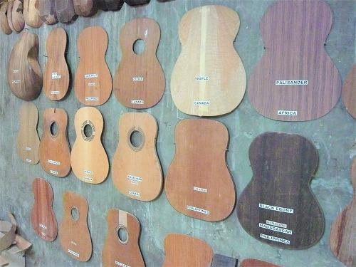 セブ島のアレグレギターに展示されているギターの材料一覧