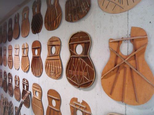セブ島のアレグレギターに展示されているギターの構造