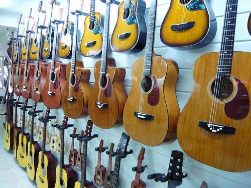 セブ島のアレグレギターに展示されているギター
