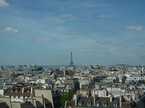 フランスのパリにあるポンピドゥー・センター最上部からの眺め