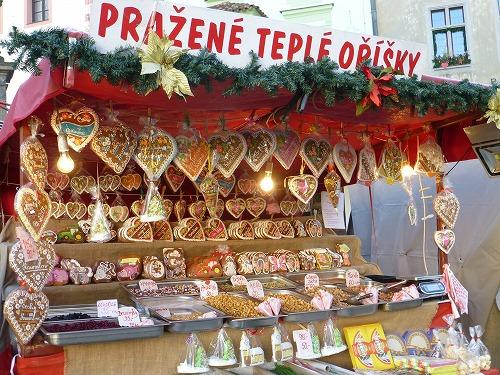 チェコ・チェスキークルムロフのスヴォルノスティ広場で売られているチェコ伝統のジンジャークッキー