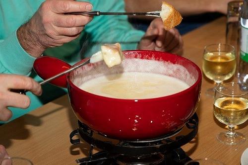 スイス名物のチーズフォンデュ