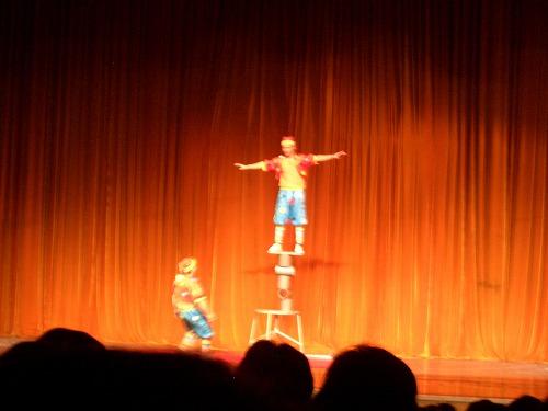 中国・上海にある雲峰劇院での中国雑技(晃管)