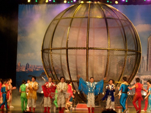 中国・上海にある雲峰劇院での中国雑技