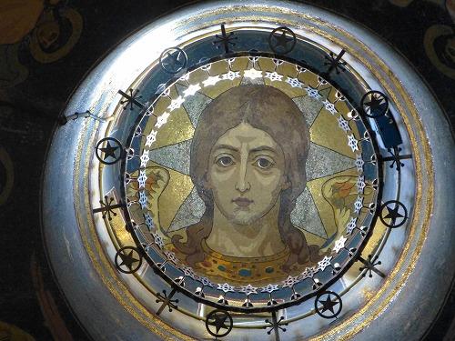 ロシア・サンクトペテルブルクの血の上の救世主教会の天井に書かれているキリストのモザイク画