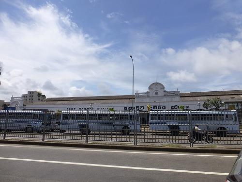 スリランカ・コロンボ駅外観