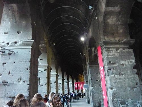 イタリア・ローマのコロッセオ入場のための行列