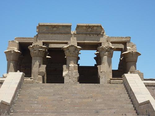 エジプトのコム・オンボ神殿の正面からの外観