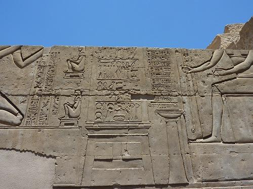 エジプトのコム・オンボ神殿の手術道具の壁画