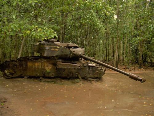 ベトナム・クチ(ベンディン)の朽ちた戦車